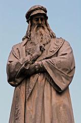 Leonardo da Vinci was born on April 15, in 1452